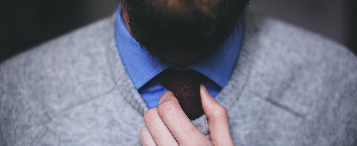 Male adjusting tie